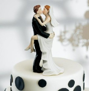 cropped-super_funny_hilarious_pictures_crazy_fun_laughing_kissing_cake_topper-18640.jpg